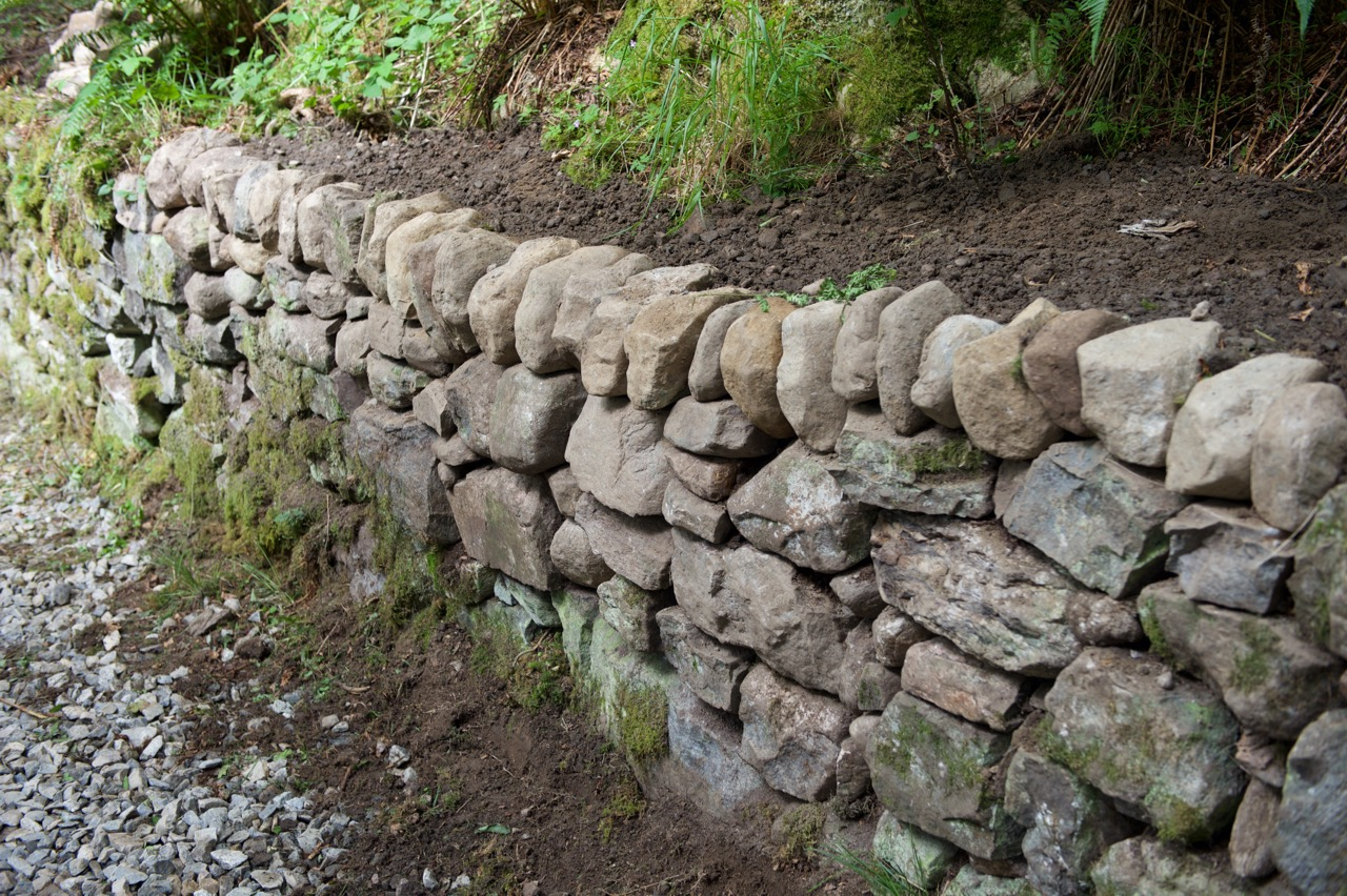 Stone Wall Construction : Build a mortarless stone retaining wall make